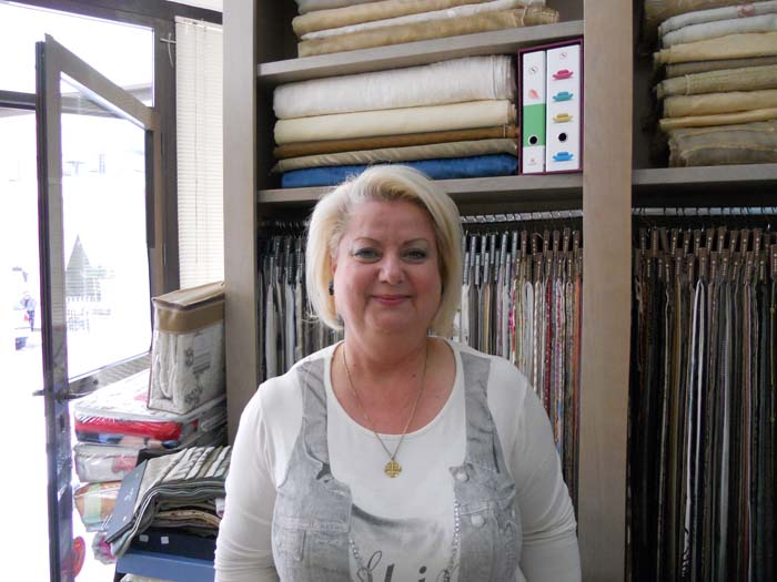Η Λίλιαν Ψηλάκη πρόεδρος του Εμπορικού Συλλόγου Καλαμάτας και ιδιοκτήτρια  καταστήματος με λευκά είδη λέει πως ο εμπορικός κόσμος της πόλης προσδοκά η  ... 124d6f4bb8b