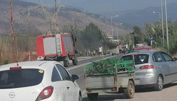 Μεσσηνία: Φωτιές σε κάδους και αποκλεισμός του δρόμου στο Ασπρόχωμα