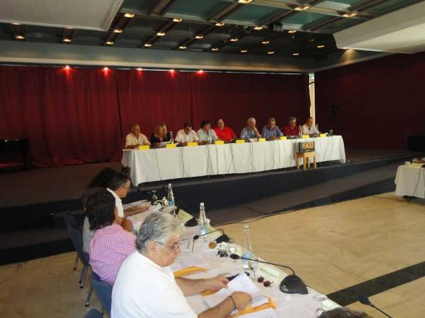 Ξεσηκώνονται οι… γλάστρες στο Περιφερειακό Συμβούλιο