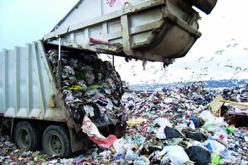 Ενώ διαφωνούν Περιφέρεια και Δήμοι: Εντός του Αυγούστου ανακοινώσεις για τα σκουπίδια