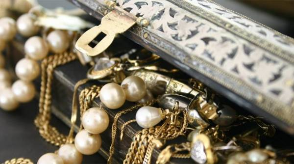 Διαρρήκτες άρπαξανκοσμήματα στο Μάραθο