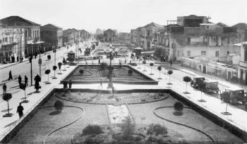 Η κεντρική πλατεία έχει τη δική της ιστορία