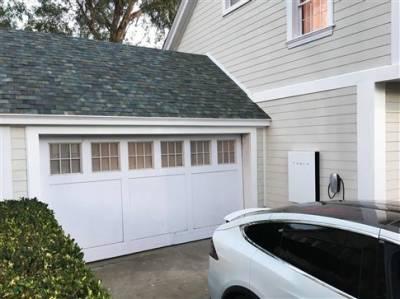 Κεραμίδια - ηλιακούς συλλέκτες λανσάρει η Tesla
