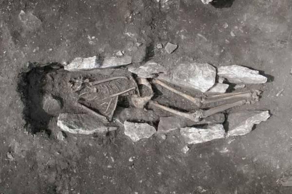 Αρκαδία: Ανθρώπινη ταφή, που παραπέμπει σε ανθρωποθυσία βρέθηκε στο Λύκαιο Όρος (φωτογραφίες)