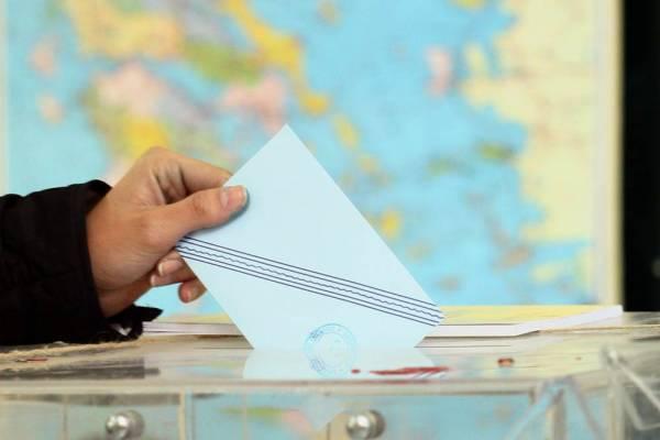 """""""Κλειστά χαρτιά"""" από  υποψηφίους και κόμματα"""