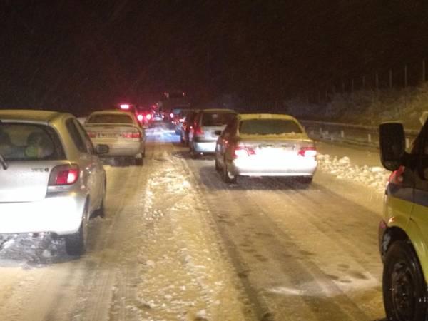 Αποκλεισμένοι στα Παραδείσια λόγω του χιονιού δεκάδες οδηγοί