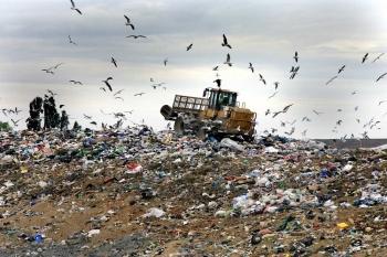 Συγκλίνουν για τα σκουπίδια Περιφέρεια και δήμοι μετά τη μεταβολή Τατούλη