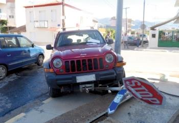 Σύγκρουση τζιπ της Πυροσβεστικής με ταξί - Τραυματίστηκε ο πυροσβέστης