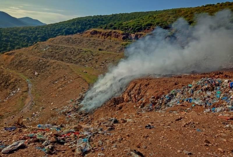 Δριμής για τη φωτιά στα σκουπίδια στο Αλιμάκι