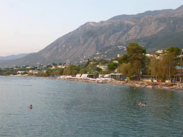 Παραλίγο τραγωδία: Αλμυρίκι έσπασε σε πολυσύχναστη παραλία της Καλαμάτας