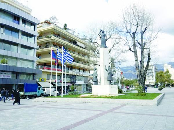 Πέρασε στην… αντίσταση και κατέβασε την σημαία της Ε.Ε.: Ο Νίκας το παίζει Γλέζος