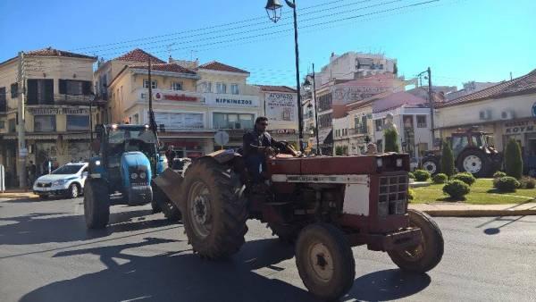 Τα τρακτέρ κατέβηκαν στην Καλαμάτα (βίντεο και φωτογραφίες)