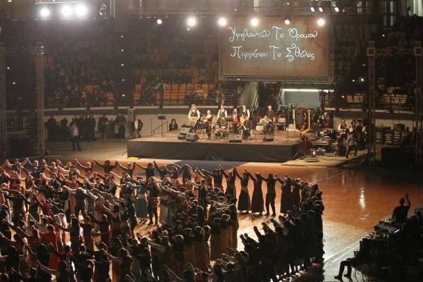 Περισσότεροι από 2.000 χορευτές έλαβαν μέρος στο 13ο Πανελλαδικό Φεστιβάλ Ποντιακών Χορών (Βίντεο)