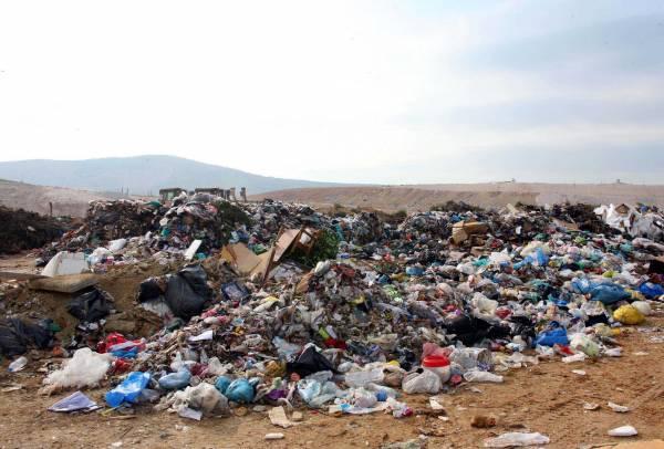 Τώρα όλοι καλούνται να πληρώσουν για τα σκουπίδια