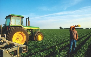 """ΠΑΣΕΓΕΣ: """"Βαρύ πλήγμα για τους αγρότες τα φορολογικά μέτρα"""""""