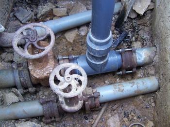 Αντικατάσταση εξωτερικών δικτύων ύδρευσης στη Δ.Ε. Λεύκτρου