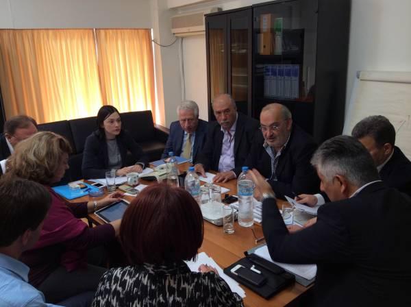 Σύσκεψη στο ΥΠΕΚΑ για σκουπίδια σε Μεσσηνία και Κορινθία