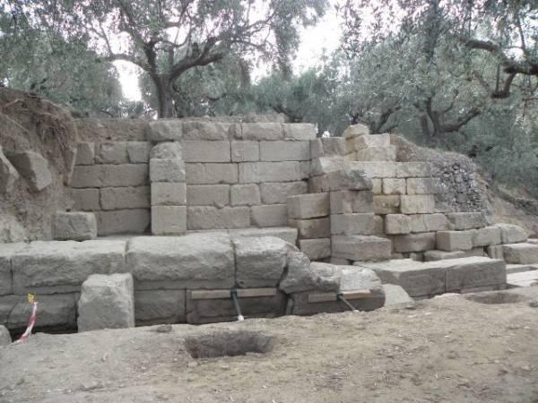 Στο φως θέατρο της Αρχαίας Θουρίας (φωτογραφίες)