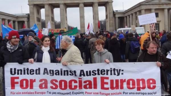 Διαδήλωση αλληλεγγύης στο Βερολίνο: «Η Ελλάδα δεν είναι μόνη της»