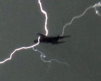 Κεραυνός χτύπησε νορβηγικό αεροπλάνο πάνω απ' την Καλαμάτα