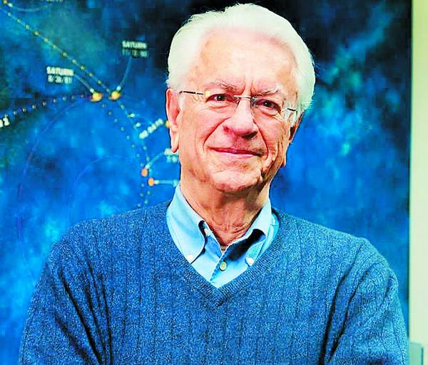 """Συνέντευξη του επιφανούς αστροφυσικού Στ. Κριμιζή στην """"Ε"""": Η διαστημική πύλη """"όνειρο θερινής νυκτός"""""""