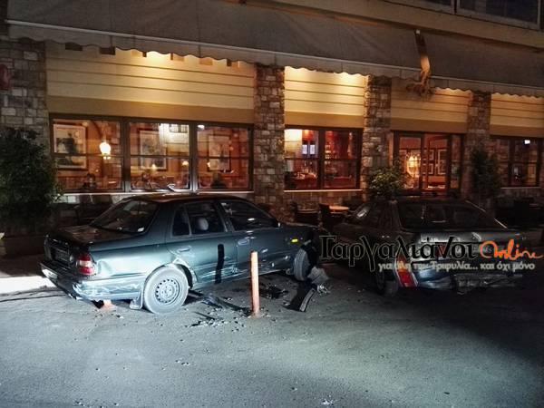 Αυτοκίνητο έπεσε πάνω σε άλλα τρία οχήματα στο κέντρο των Γαργαλιάνων
