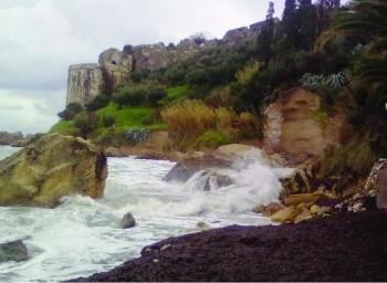 """Πελαγία Λευτάκη-Αρβανίτη: """"Κινδυνεύει πάλι το Κάστρο Κορώνης"""""""