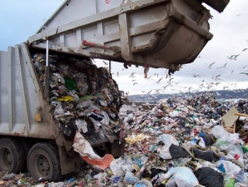 Διαμαρτυρία για τα σκουπίδια στην Περιφέρεια