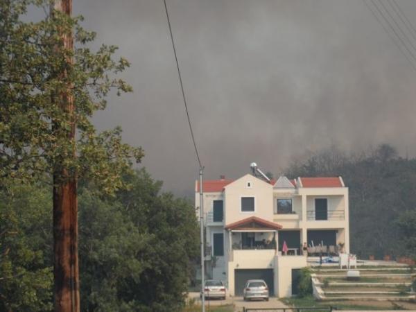 Ανεξέλεγκτη η πυρκαγιά στην Αρκαδία