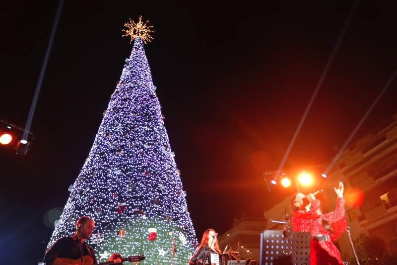 Φωταγωγήθηκε το χριστουγεννιάτικο δένδρο στην Καλαμάτα - Συναυλία με τη Μαλού (βίντεο-φωτογραφίες)