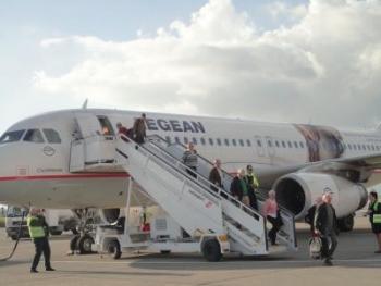 Εφθασε Καλαμάτα η πρώτη πτήση από Στοκχόλμη (φωτογραφίες)
