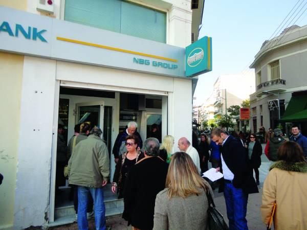 Πολιορκία τραπεζών για τέλη-φόρους-δάνεια