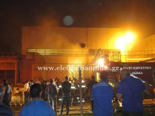Πυρκαγιά στο εργοστάσιο του Καρέλια στην Καλαμάτα