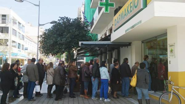 Απίστευτες ουρές στα φαρμακεία της Καλαμάτας λόγω της απεργίας