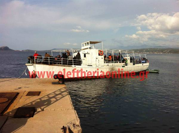 Στην Πύλο ρυμουλκήθηκε το σκάφος με τους 120 μετανάστες, που εξέπεμψε SOS (φωτογραφίες)