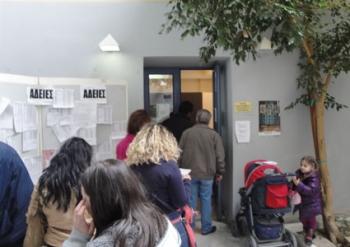 Πανδαιμόνιο στο Ληξιαρχείο  για την κοινωφελή εργασία