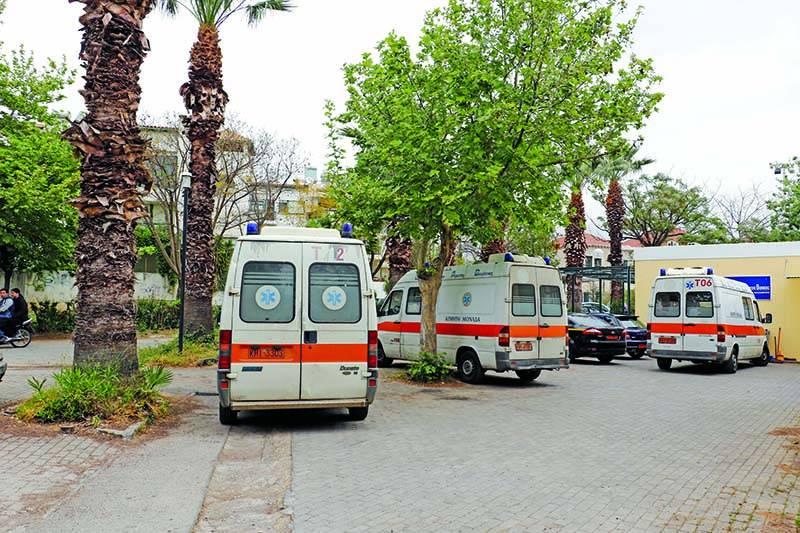 Τρία επιπλέον ασθενοφόρα στη βάση του ΕΚΑΒ στην Καλαμάτα (βίντεο)