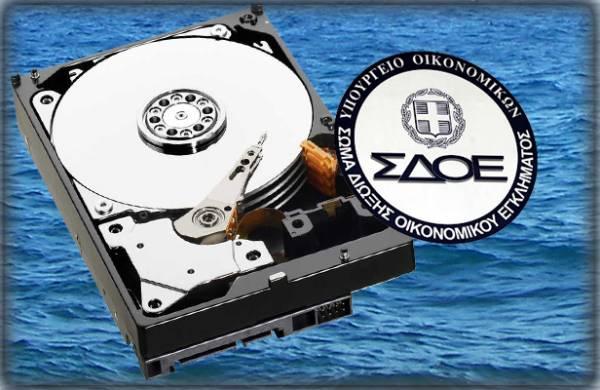 Εξαλλος με το ΣΔΟΕ πέταξε τον υπολογιστή στη… θάλασσα