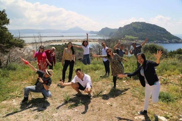 """Travel with the CEO"": Γυρίσματα στη Μεσσηνία έκανε η κινέζικη τηλεόραση (φωτογραφίες)"