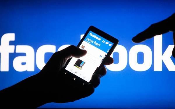 """Οι τέσσερις """"φυλές"""" χρηστών του Facebook: Εσείς σε ποιά ανήκετε;"""