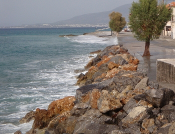 Στην περιοχή Μικρής Μαντίνειας: Από το Φεβρουάριο έργο προστασίας των ακτών