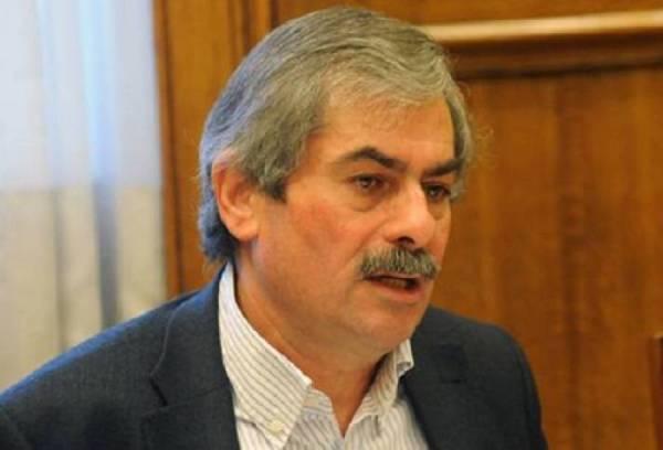 Πετράκος: Κυβέρνηση και δανειστές επιχειρούν να διαλύσουν τη ΔΕΗ